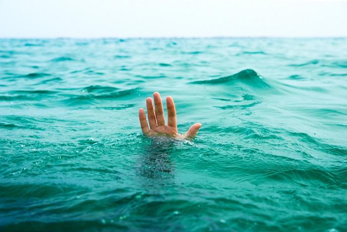 Когда парень вынес утопающую из воды, я удивилась. На самом деле он вовсе не тот, за кого себя выдает!