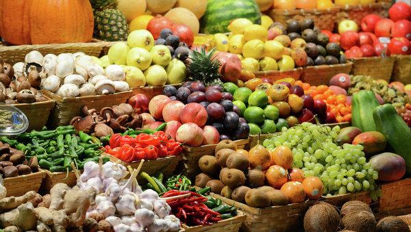 Прилавок с фруктами на рынке, Архивное фото