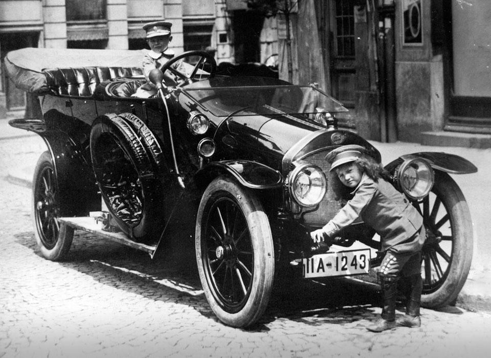 Самые первые автомобили в ис…