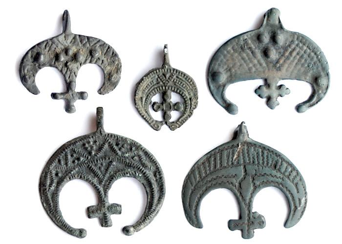 Древнерусские крестовключенные лунницы VII-XIII вв