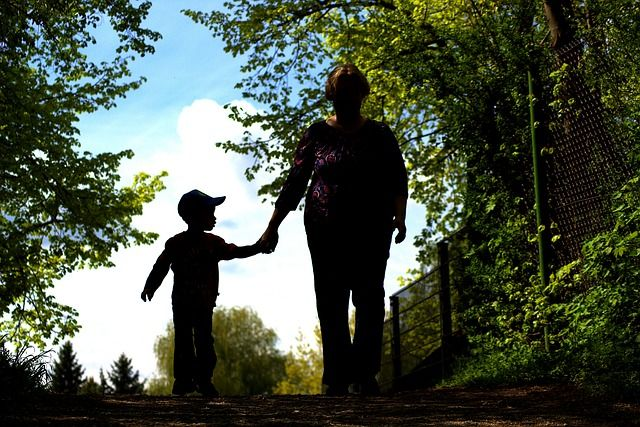 Рядышком с бабушкой. Как меняется роль пожилых людей в воспитании внуков