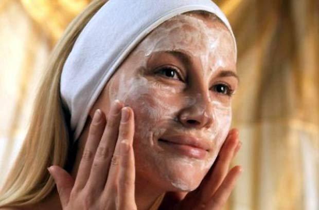Маска омолаживающая и выравнивающая кожу лица и шеи.