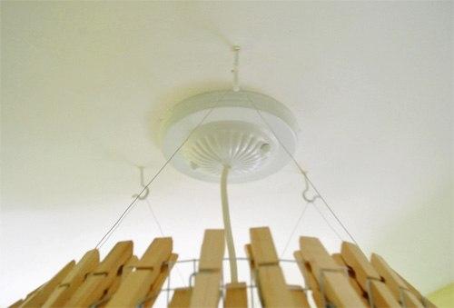 Удивительный проект Светильник из прищепок