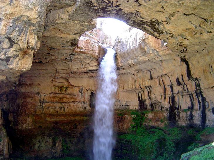 Водопад Баатара Ливан. Каякам здесь не место. Самые причудливые и величественные водопады планеты. Фото с сайта NewPix.ru