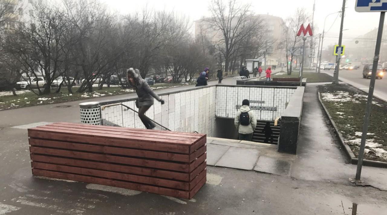 «Их будет около 800»: власти Москвы объяснили установку бетонных блоков у метро