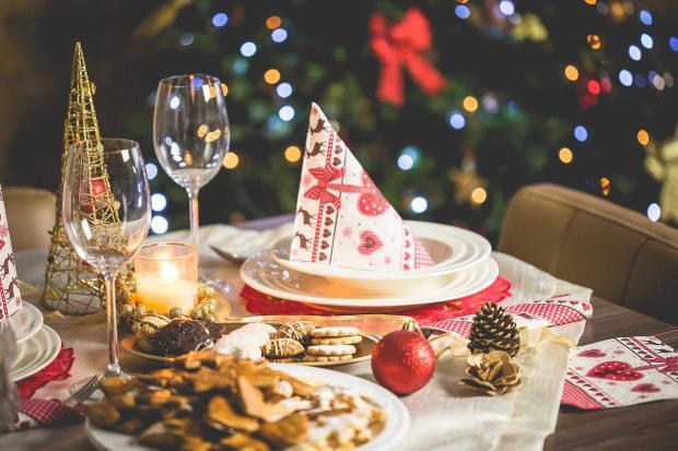 Как украсить новогодний стол: оригинальные идеи для праздничного декора