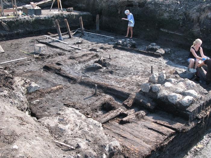 Археологические раскопки в Новгороде