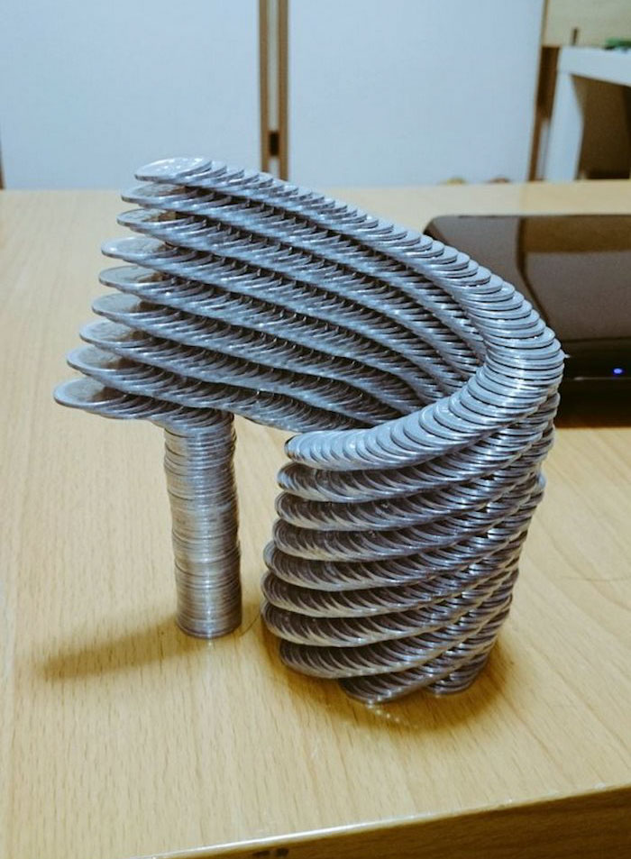 Мелкая моторика: Искусство складывания монет, доведённое до совершенного безумия