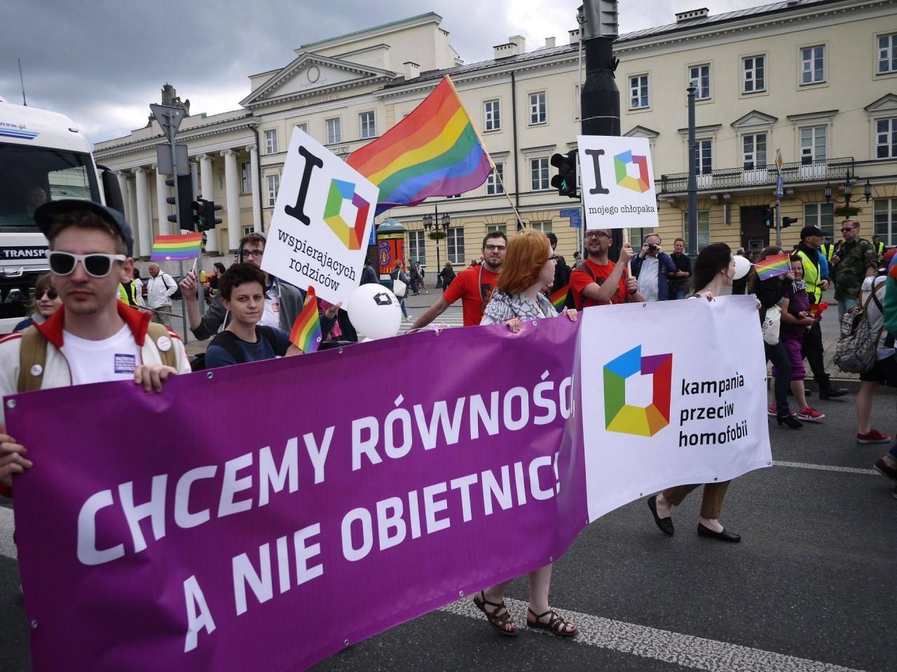 Gazeta Wyborcza: лидер Польши не исключил запрета пропаганды гомосексуализма — как в России