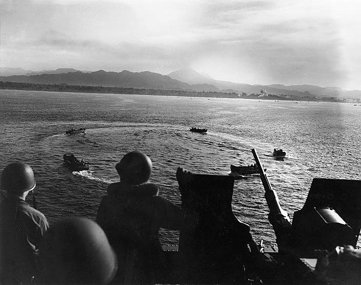 Фото дня: высадка в заливе Императрицы Августы