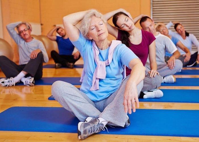 7 простых упражнений из йоги, которые помогут даже в 40 лет ощущать себя на 25