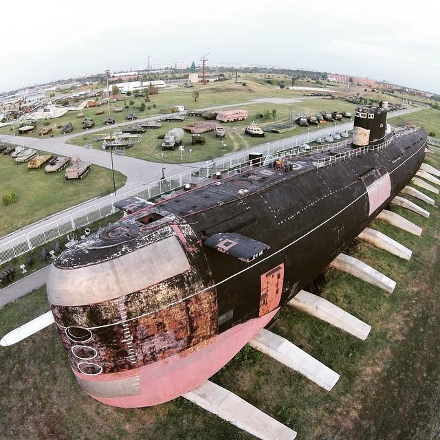 Не удивительно, учитывая габариты этой громадины: 91 метр в длину, 14 в высоту и вес около 2 тысяч тонн. б307, вмф, музей, подлодка, тольятти