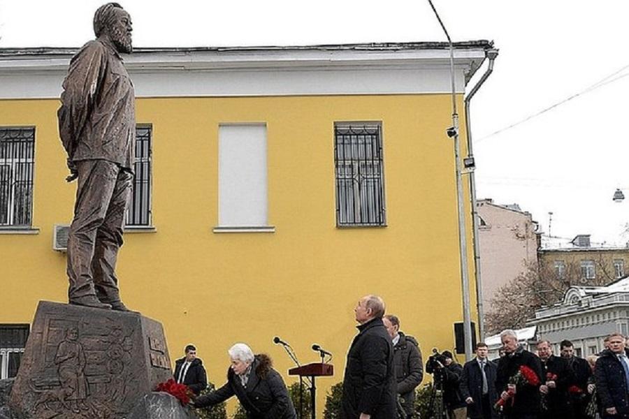 Французский журналист: Солженицын неизвестен в Москве