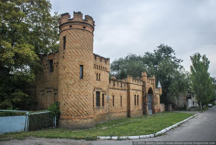 Сохранившиеся строения замка.