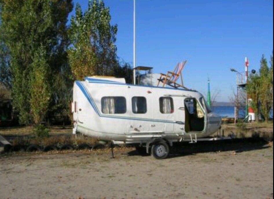 Вот такой домик на колесах продается , сделанный из кабины вертолета. Узаконенный , с доками, как положено.
