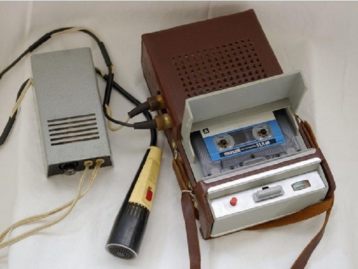 Основой для разработки первого советского серийного кассетного магнитофона, который выпускался на Харьковском радиозаводе «Протон», стал «Philips EL-3300».