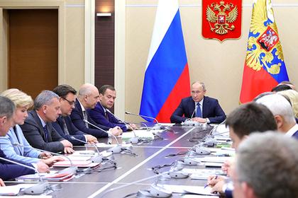 Путин поручил Медведеву вник…