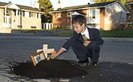 Креативное использование дорожных ям и выбоен.