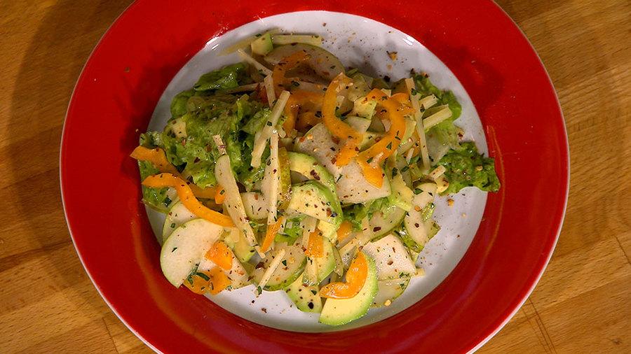 """Салат из авокадо с грушей и сыром """"Удача джентльмена"""""""