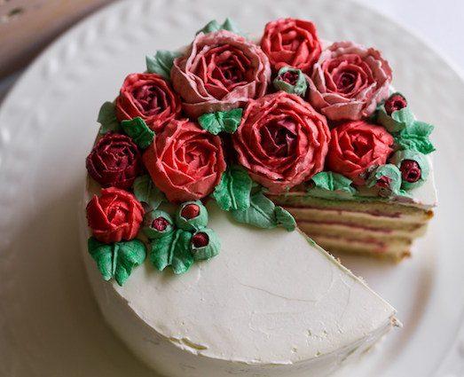 Розы для украшения торта