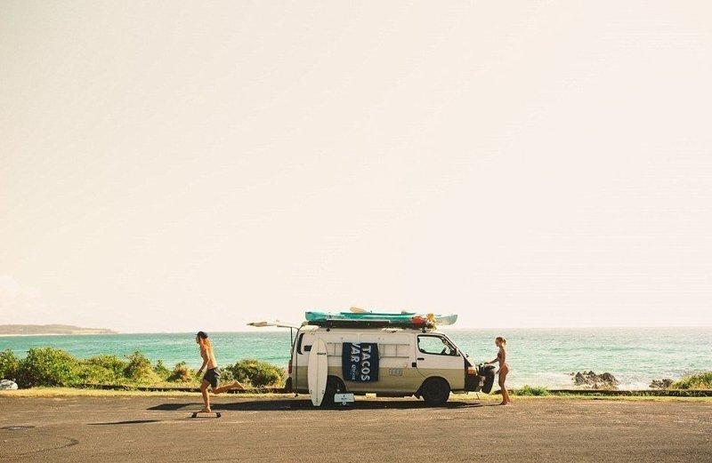Клео и Митч познакомились в последний год обучения графическому дизайну в университете в 2014 году австралия, жизнь, пара, приключение, путешествие, фотография, фургон