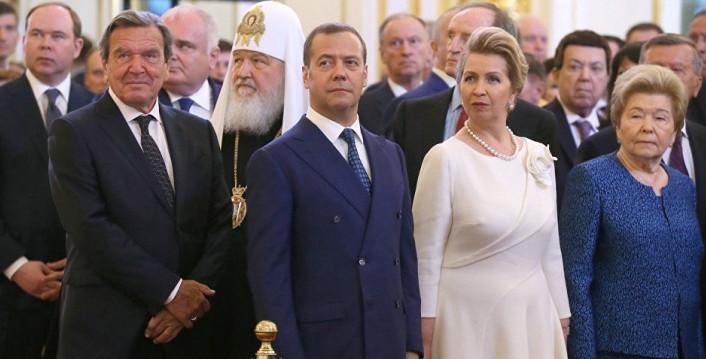 Путин предложил кандидатуру Медведева на должность премьера