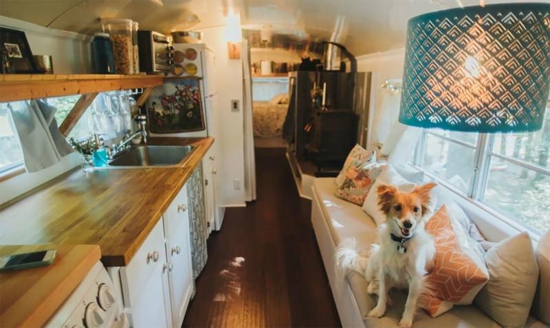 Голь на выдумки хитра — маленький, но удобный дом из школьного автобуса