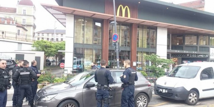 Во французском Гренобле произошел взрыв в McDonalds