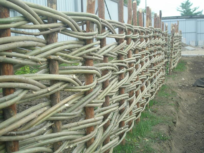 Забор ручной работы (плетень из ивы) в Новосибирске / VFL.Ru это, фотохостинг без регистрации, и быстрый хостинг изображений.