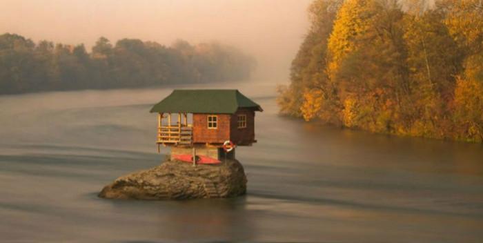 Маленькие одинокие дома для …