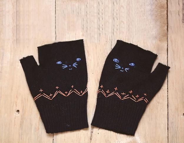 Вышили перчатки