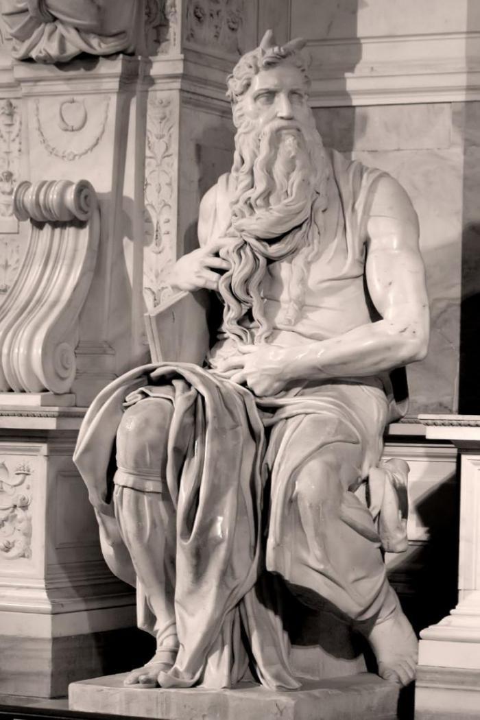 Некоторые тайны, которые хранят древние статуи