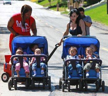 """ЖЕСТЬ! Мать 14 детей пошла в """"клубничку"""" ради дома"""
