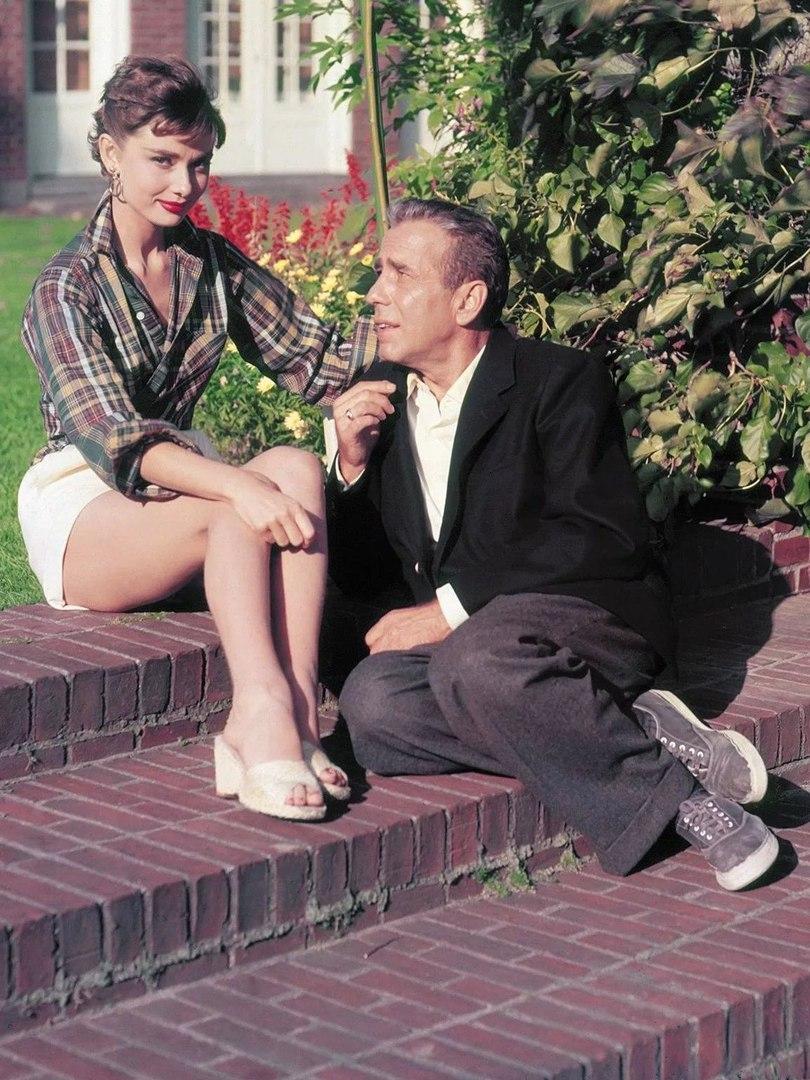 """Одри Хепберн и Хамфри Богарт на съемках фильма """"Сабрина"""", 1953."""
