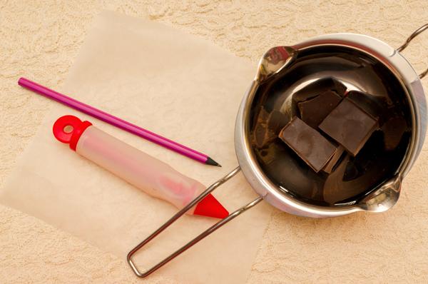 Украшаем выпечку: крем, шоколад и мастика