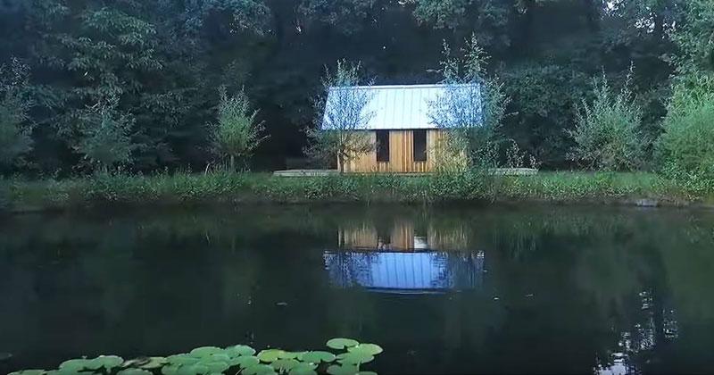 Он построил для мамы маленький домик в лесу. Но всего за минуту он превращается в нечто совершенно необыкновенное!