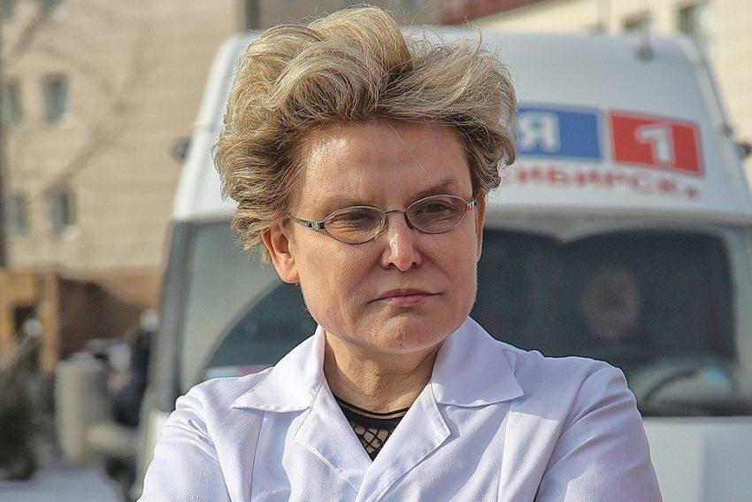 «Скоро без подписи будет не узнать»: Елена Малышева напугала перетянутым от ботокса лицом