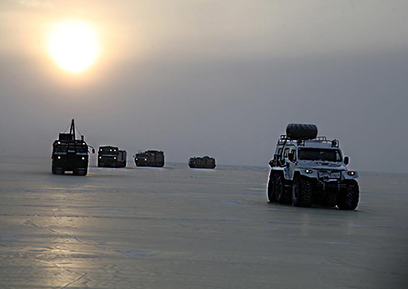В суровых условиях: Минобороны начало испытания военной техники в Арктике