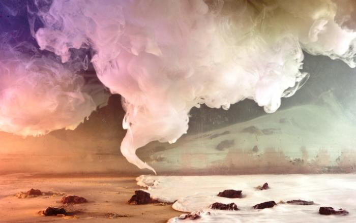 Клубы цветного дыма. Автор: Kim Keever.