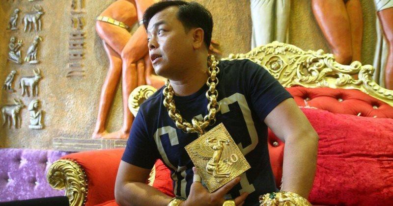 Предприниматель из Вьетнама носит на себе 13 кг золота