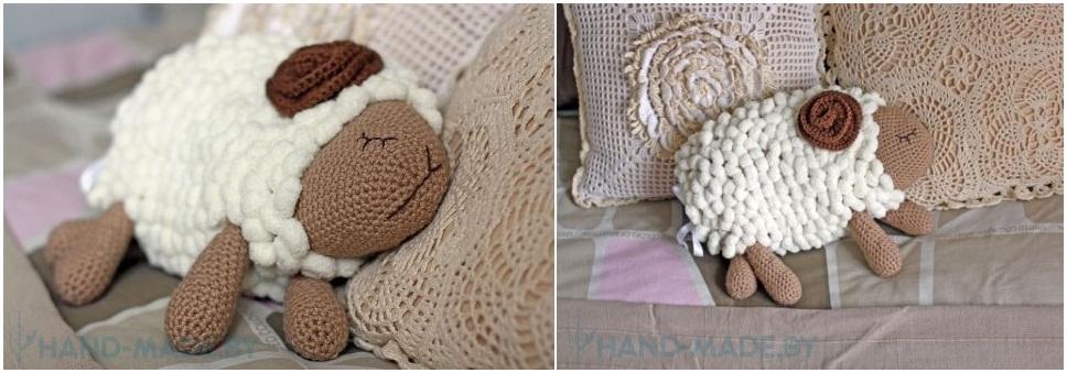 Декоративная вязанная подушка-овечка. Уютный символ Нового, 2015-го года