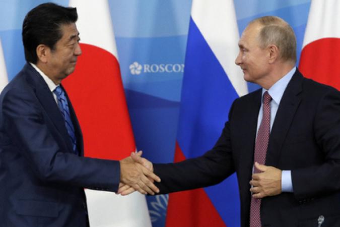 Абэ сделает Путину предложение, которое расстроит японцев