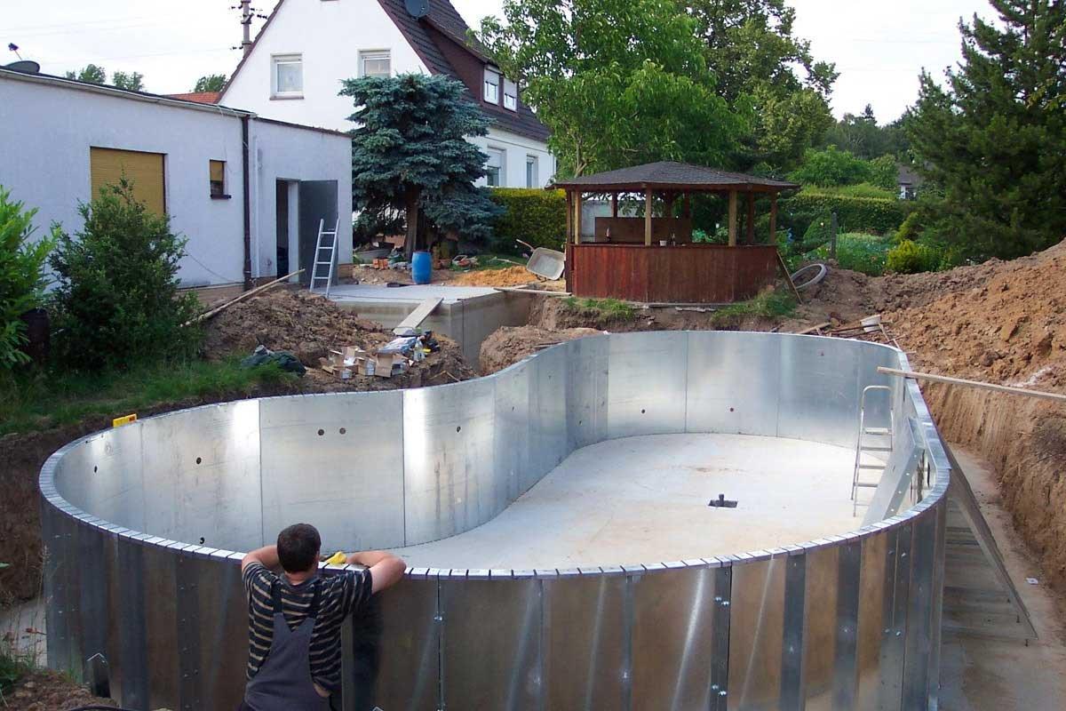 Бассейн дома из подручных материалов
