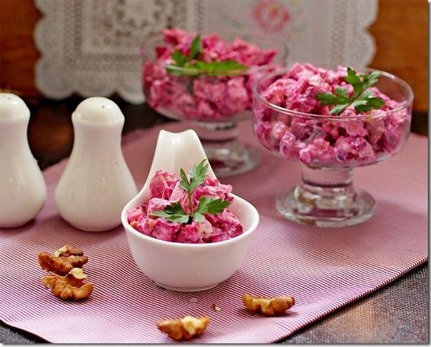 Необычно и очень вкусно: салат из свеклы с курицей