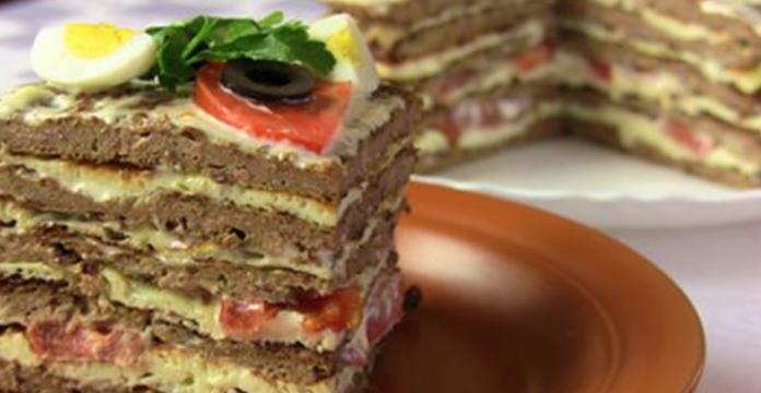 Печеночный торт – прекрасное блюдо, которое подходит не только для праздничного стола, но и для обычного дня: на обед или ужин