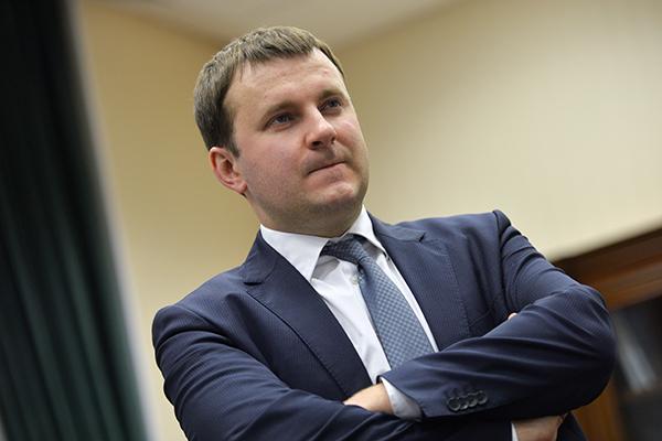 Глава Минэкономразвития посоветовал россиянам покупать валюту