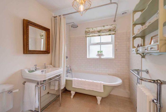 300-летний дом. Ванная комната.