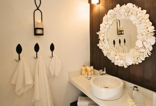 Мечты о море в ванной с зеркалом