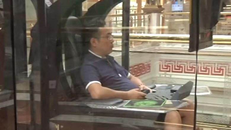 В китайском торговом центре появились камеры хранения для мужей