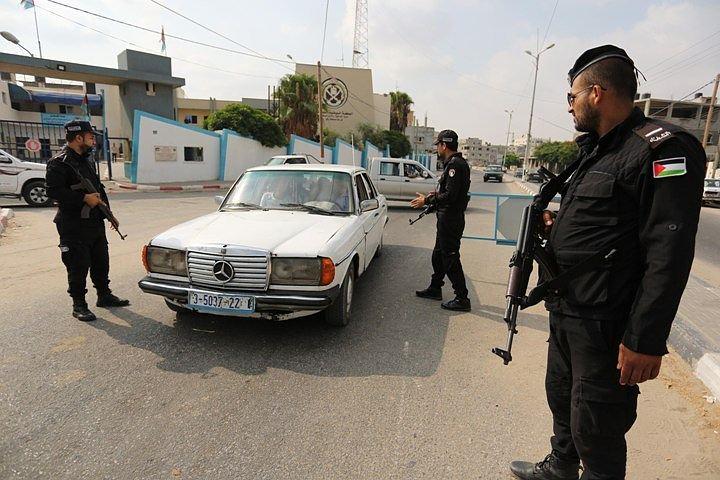 В бою с террористами под Каиром погибли 54 египетских полицейских